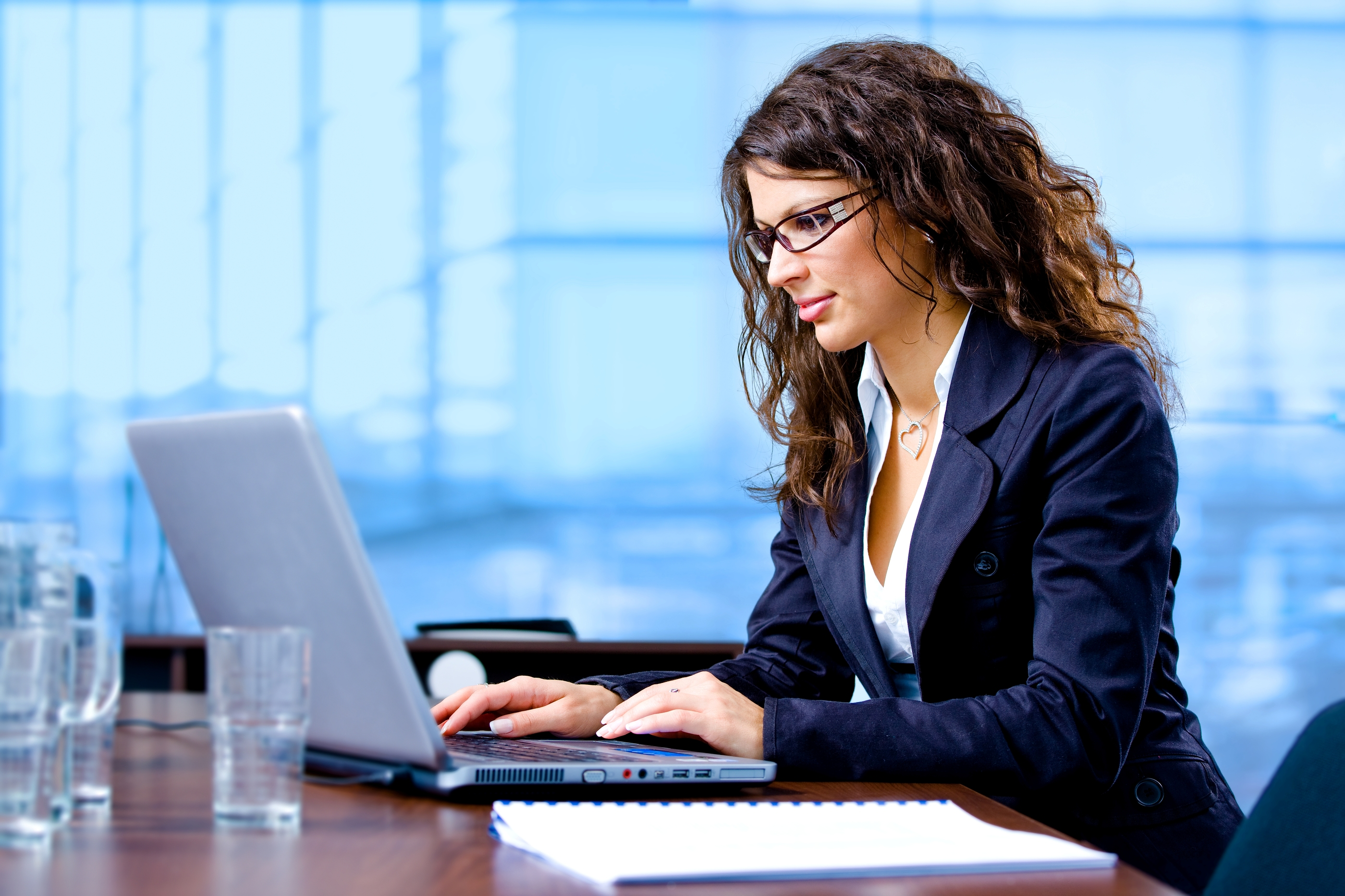 https://confidentcommunicators.files.wordpress.com/2014/08/bigstock-businesswoman-working-on-compu-3654420.jpg